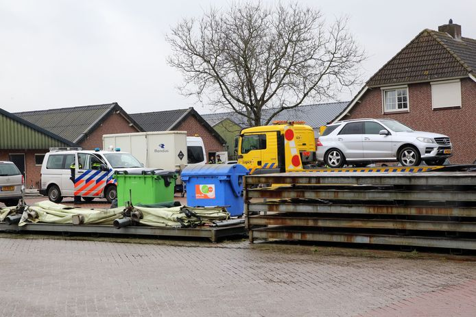 2018: een grote inval bij het bedrijf van Daas in Wintelre, waarbij ook tal van auto's en vrachtwagens in beslag werden genomen.