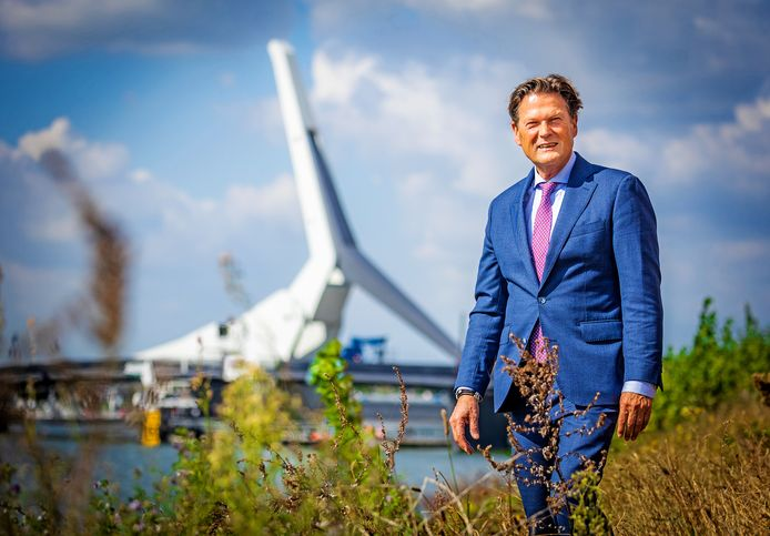Piet Sleeking werd bij zijn afscheid van de Dordtse politiek benoemd tot ereburger van Dordrecht.