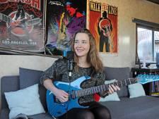 Nadie schrijft serenades op bestelling vanuit haar stacaravan in Bruinisse