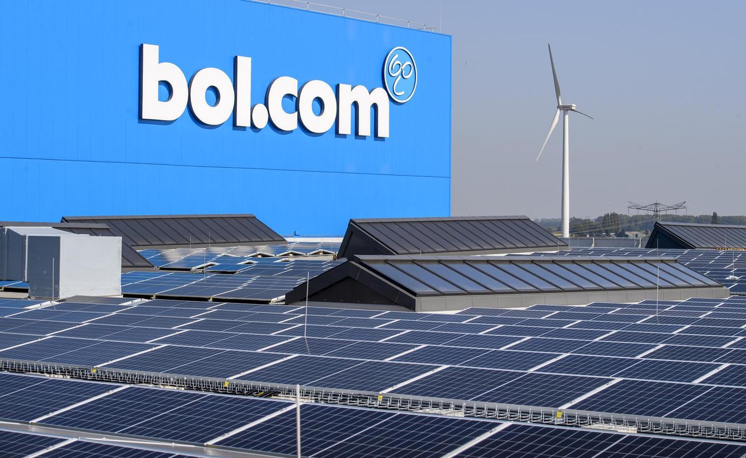 De 13.000 zonnepanelen op het dak van bol.com brengen jaarlijks 4 gigawatt aan energie op.