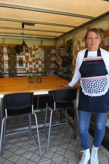 Buurvrouws (bak)wagen is een foodtrucje: eten in de laadbak
