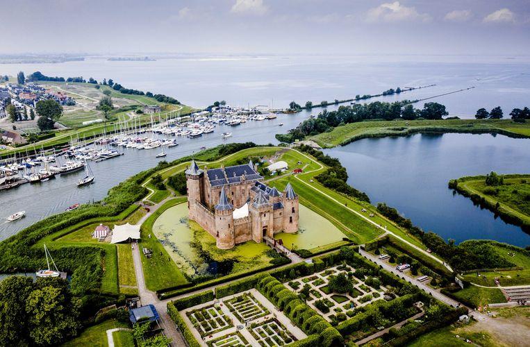 Muiderslot, onderdeel van de Nieuwe Hollandse Waterlinie. Het rijksmonument, een historische verdedigingslinie uit 1815 tussen Muiden en Gorinchem, is door Unesco uitgeroepen tot werelderfgoed. Beeld Sem van der Wal / ANP