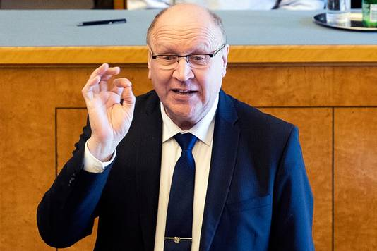 Ook Martins vader Mart Helme, de nieuwe minister van Binnenlandse Zaken, maakte maandag tijdens de presentatie van de nieuwe rechts-populistische regering in Talinn het 'WP'-gebaar