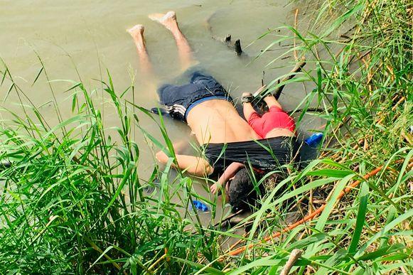 De lichamen van de 26-jarige Óscar Alberto Martínez Ramírez en zijn dochtertje van 23 maanden oud.