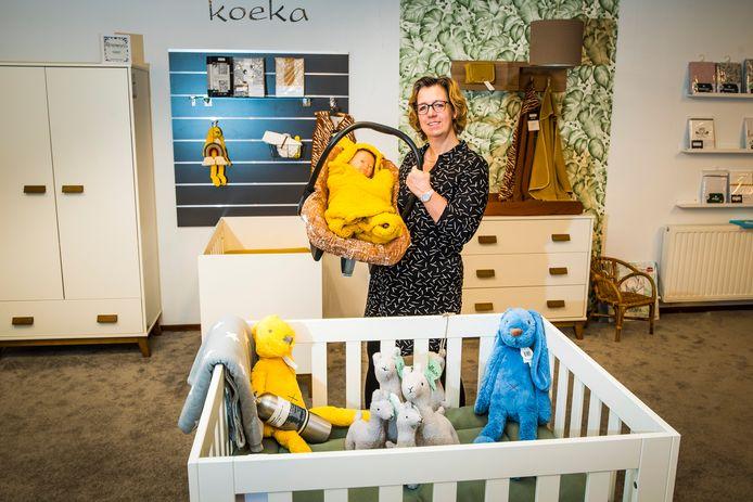 Corrine Onstein in haar babyzaak.