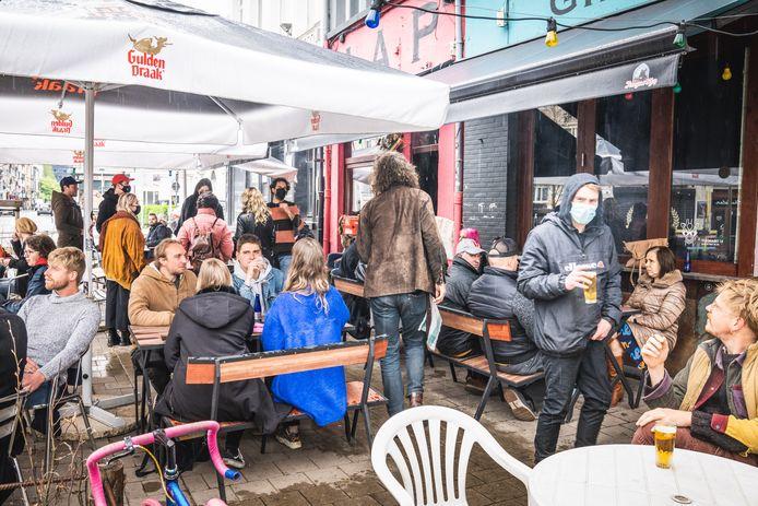Regen of geen regen, de Vlasmarkt loopt vol