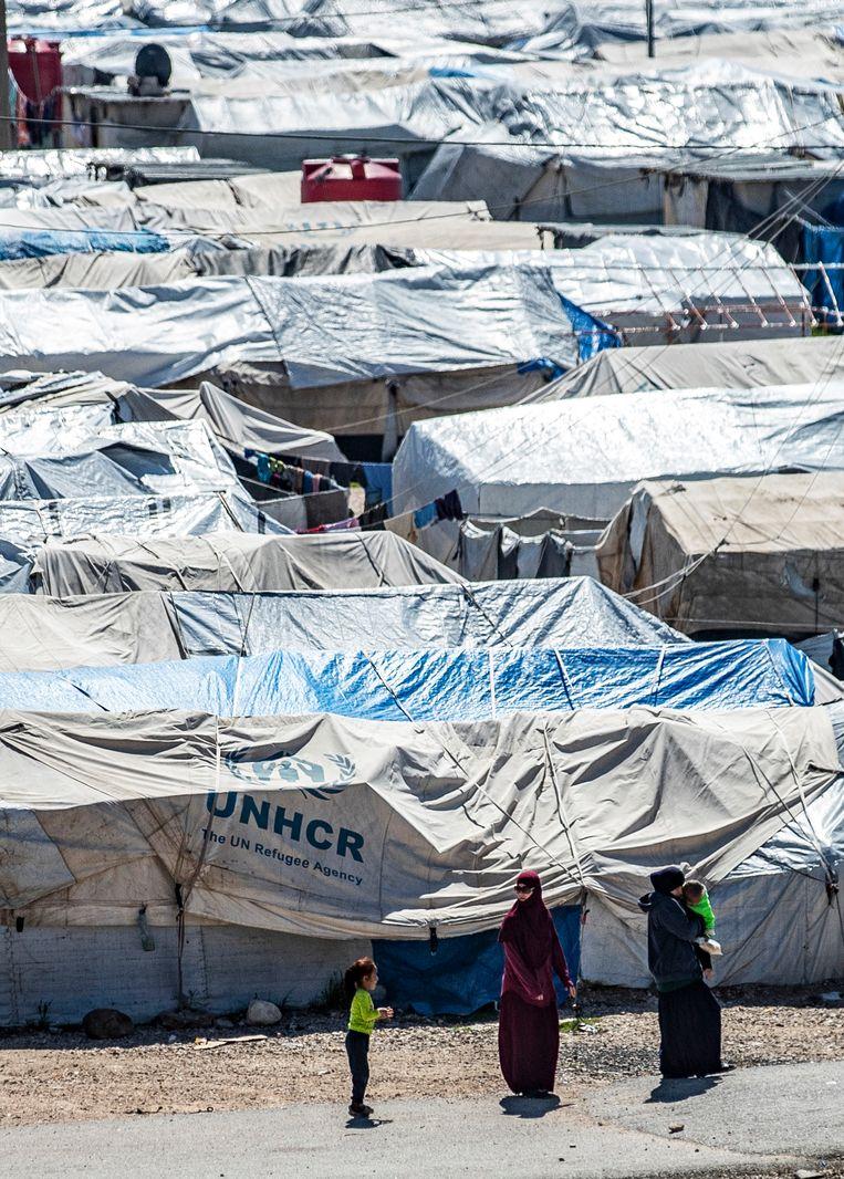 Zes Belgische vrouwen, onder wie twee moeders met minderjarige kinderen, zijn in kamp Roj gebleven. Beeld AFP