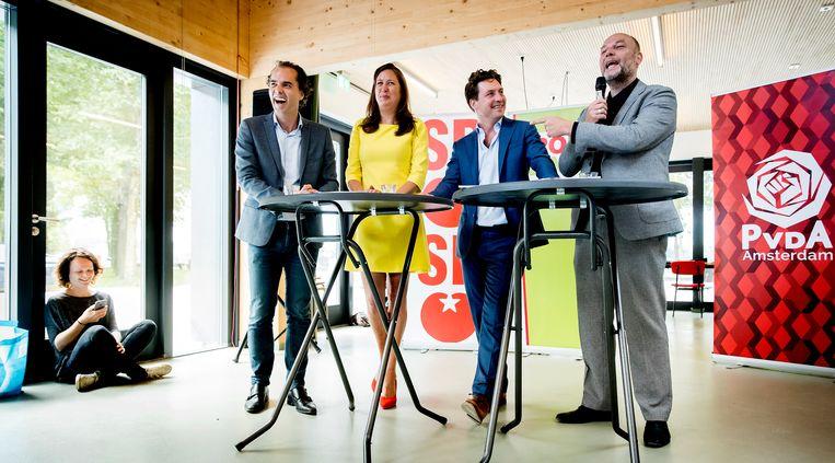 Laurens Ivens (SP), Marjolein Moorman (PvdA), Reinier van Dantzig (D66) en Rutger Groot Wassink (GroenLinks) bij de perspresentatie van het Amsterdamse coalitieakkoord dat gesloten is tussen GroenLinks, D66, PvdA en SP. Beeld ANP