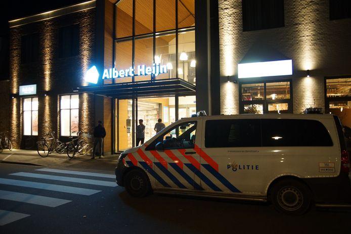 De Albert Heijn werd rond 20.30 uur overvallen.