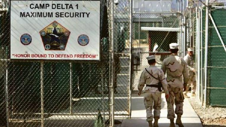 De ingang van Camp Delta, op Guantánamo Bay. Voor advocate Candace Gorman begint, nu haar cliënt vrij is, de strijd om een schadevergoeding voor zijn gevangenhouding. (FOTO AP) Beeld