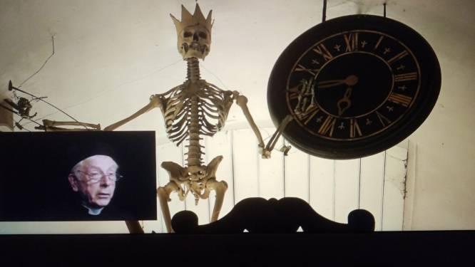 'Babbelaar' Walter Evenepoel neemt rusthuisbewoners mee naar 'de tijd van toen'