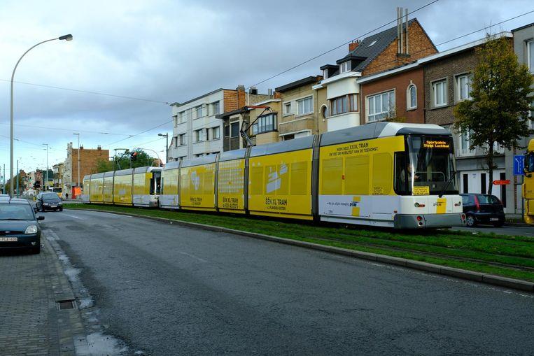 De dubbele tram meet 60 meter.
