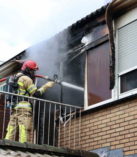 Felle brand in woning op Urk, bewoners kunnen huis niet meer in