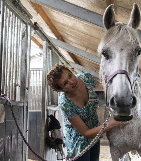 'Redder' meldt zich: Claudia uit Losser kan hardloper die haar na uren vond in kuil bedanken