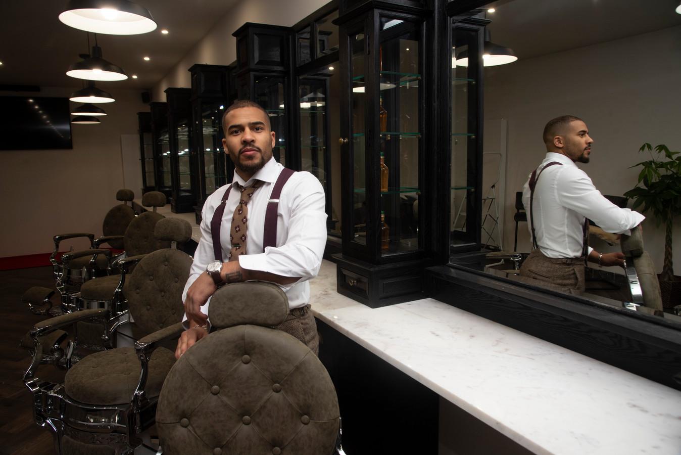 Francis in zijn nieuwe Modern Barber School in Melle.