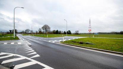 """Minister Peeters over kruispunt waar op kerstavond dodelijk ongeval gebeurde: """"Ik denk dat we maatregelen moeten nemen"""""""