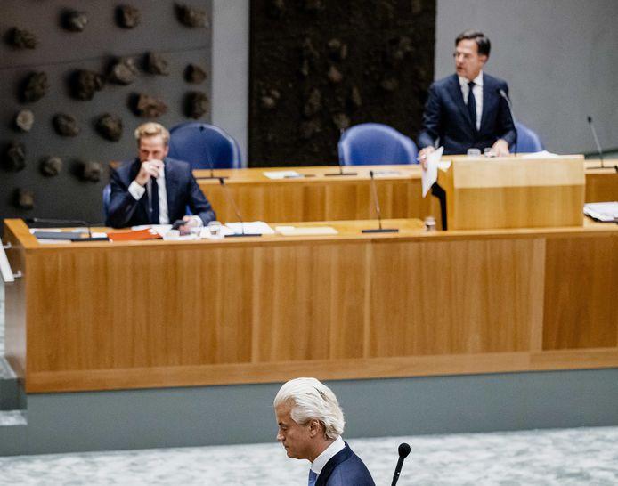 Demissionair minister Hugo de Jonge (Volksgezondheid), PVV-leider Geert Wilders en demissionair premier Mark Rutte in de Tweede Kamer tijdens een debat over de nieuwe coronaregels.