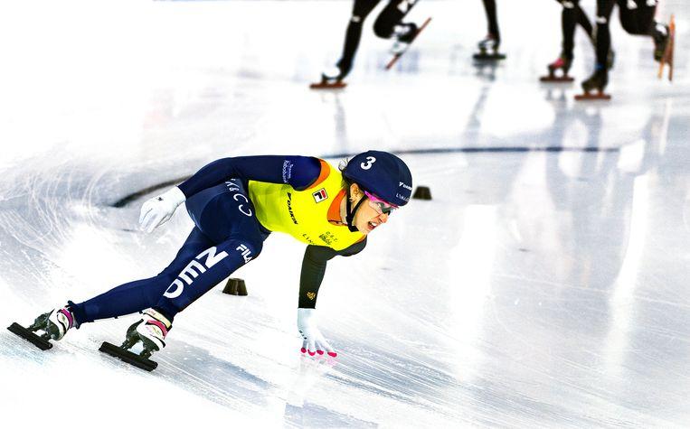 Suzanne Schulting in de  finale van de 1.500 meter. Beeld Klaas Jan van der Weij / de Volkskrant