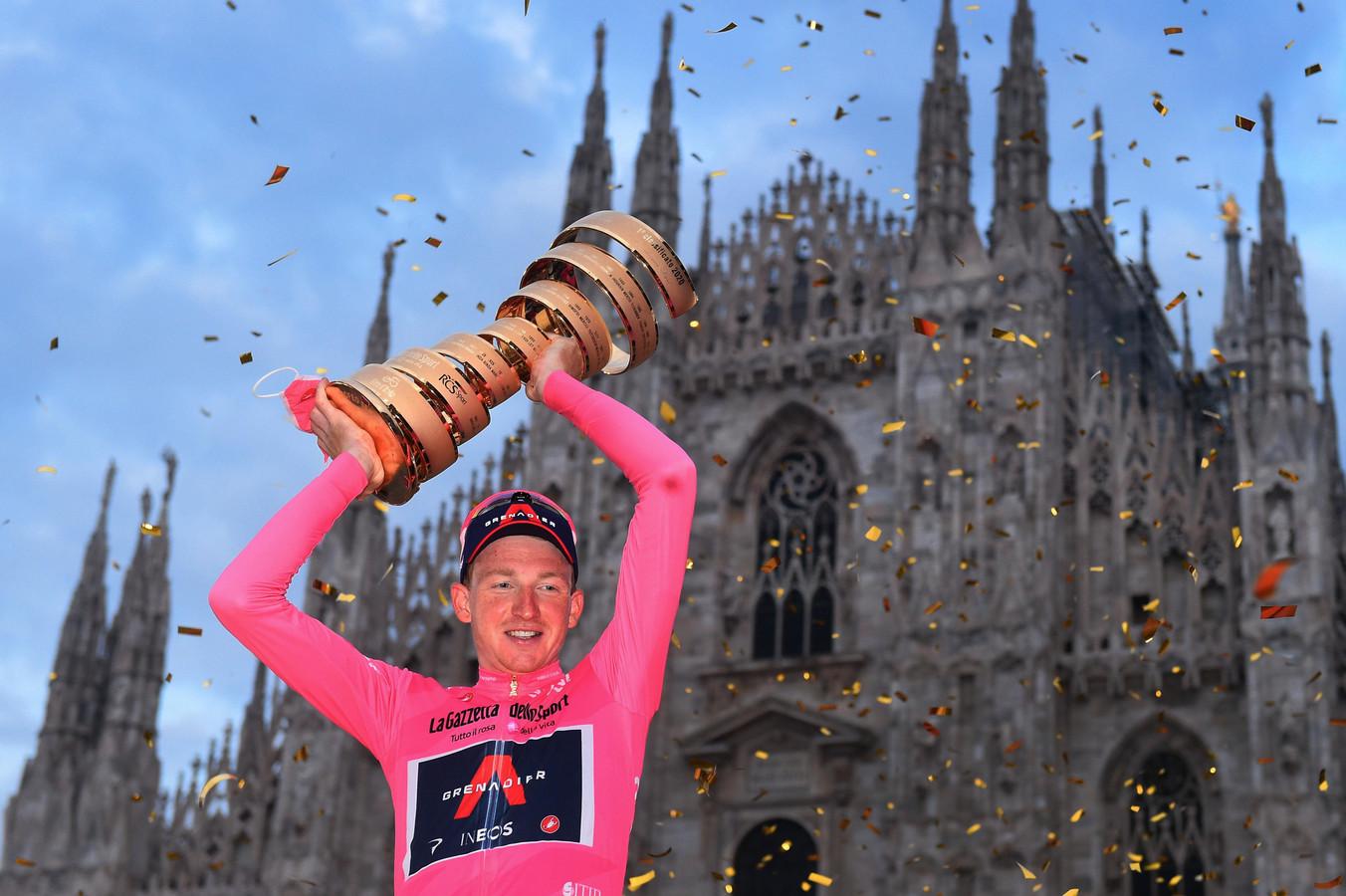 Tao Geoghegan Hart vierde vorig jaar in het roze in Milaan.