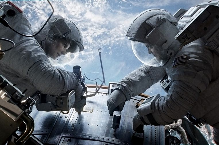 Sandra Bullock en George Clooney in Gravity van Alfonso Cuarón. Beeld