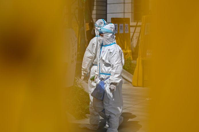 Ces laborantins se sont présentés dans un hôpital de la métropole chinoise en novembre 2019 avec des symptômes graves.