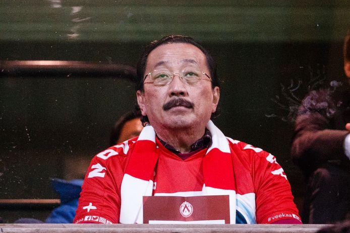 """Kortrijk-eigenaar Vincent Tan. """"Hoe gaat men een mogelijke samenwerking met een andere club aan hem kunnen uitleggen?"""", vraagt sporteconoom Wim Lagae zich af."""