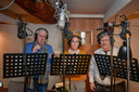 Emiel Ravijts,  Pascale Ophalfvens en Patrick Meulenbroeck leveren de stemmen van de drie Gildereuzen Goliath, Indiaan en Mars.
