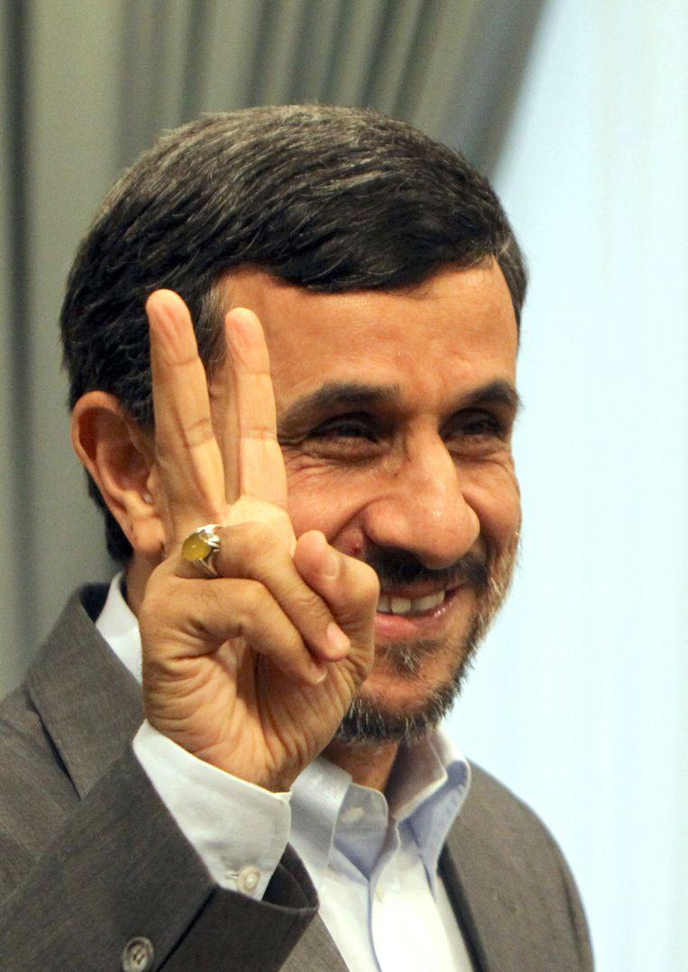 Voor de Iraanse president Mahmoed Ahmadinejad is ondertussen geen vuiltje aan de lucht. Beeld AFP