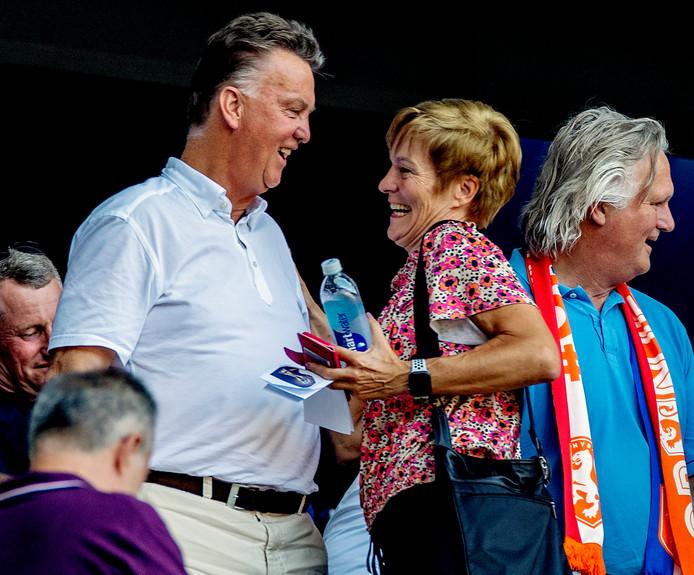 De oud-bondscoaches Louis van Gaal en Vera Pauw zijn erbij in Lyon.