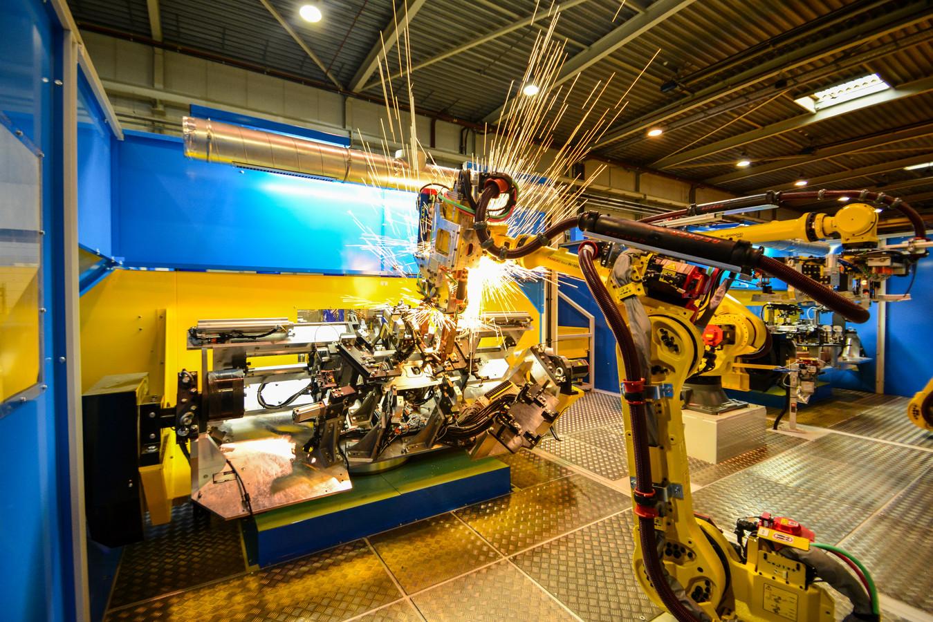 Lasrobot van het Harderwijkse bedrijf AWL, een van de succesvolle hightech-bedrijven in Oost-Nederland.