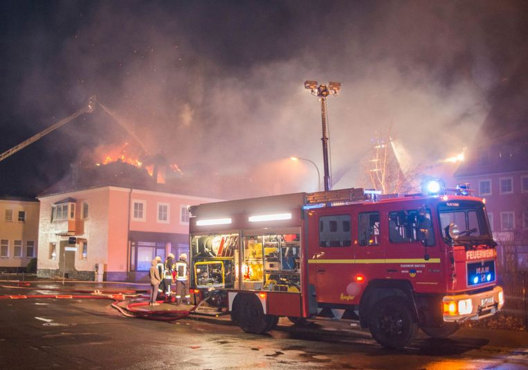 Zondag werd in Bautzen een hotel in brand gestoken waar migranten zouden opgevangen worden. Beeld AP