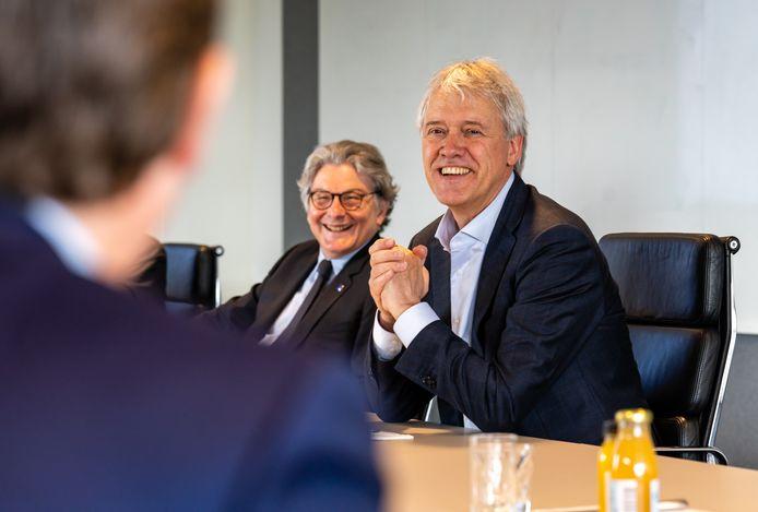 Thierry Breton (links) en Peter Wennink, tijdens het bezoek van Breton aan ASML.
