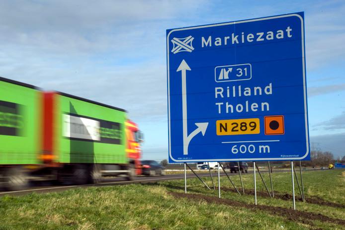 Op het weggedeelte tussen afslag Rilland/Tholen en knooppunt Markiezaat mag straks dag en nacht 130 kilometer per uur worden gereden.