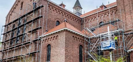 Vleermuizen onder het dak van de kerk in Groesbeek? Hoog bezoek is afgezegd