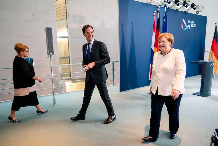 Minister-president Mark Rutte bezoekt bondskanselier Angela Merkel in het Bundeskanzleramt.  Beeld ANP