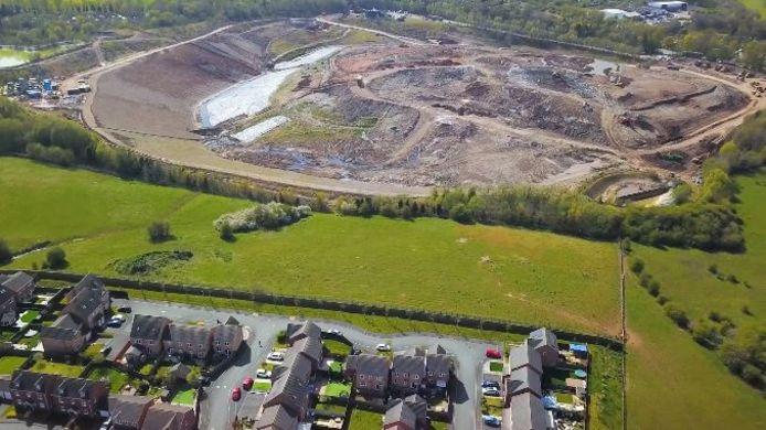 Le village de Silverdale situé dans le centre de l'Angleterre serait le village le plus malodorant du pays au grand désarroi des habitants. Cela est dû à une énorme décharge connue sous le nom de Walleys Quarry.