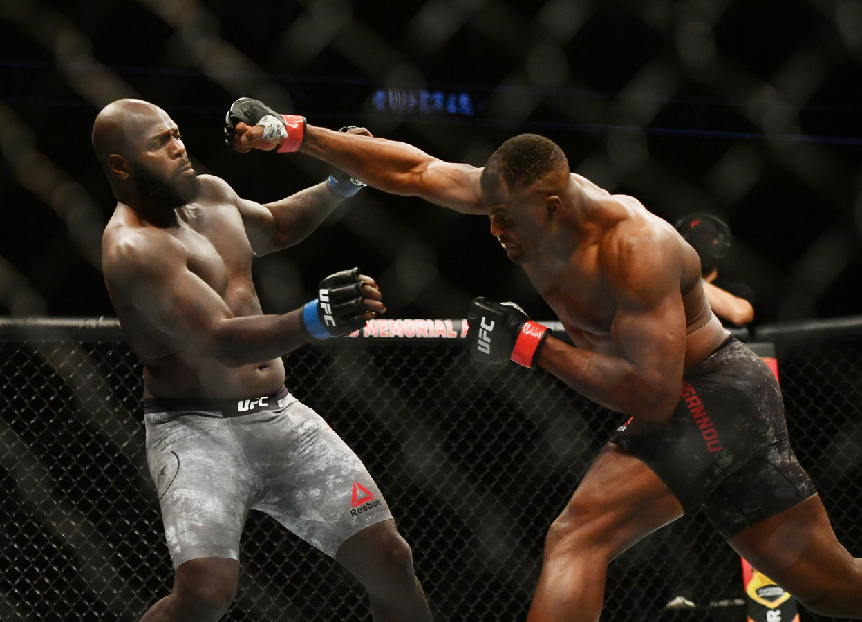 Jairzinho Rozenstruik (l) in actie tegen Francis Ngannou, het enige UFC-gevecht dat 'Bigi Boy' tot nu toe verloor.