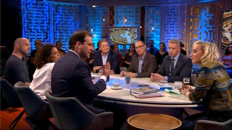 PvdA-lijsttrekker Lodewijk Asscher en reclameman Marc Oosterhout bij Jinek waar ze elkaar voor het eerst ontmoeten, op 12 januari 2017. Beeld KRO-NCRV