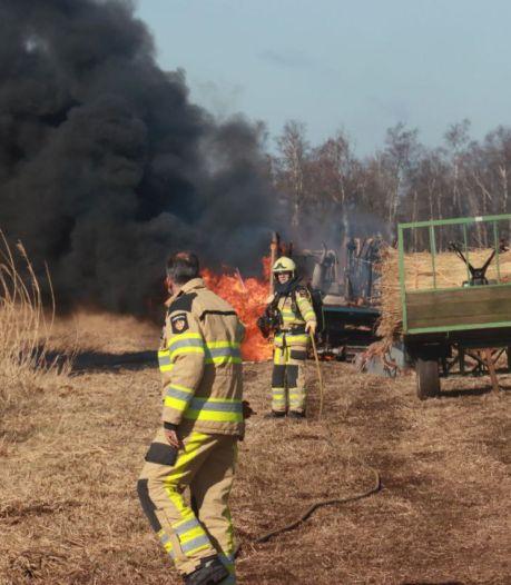 Rietmachine vliegt plots in brand aan de Rietweg in Steenwijkerland
