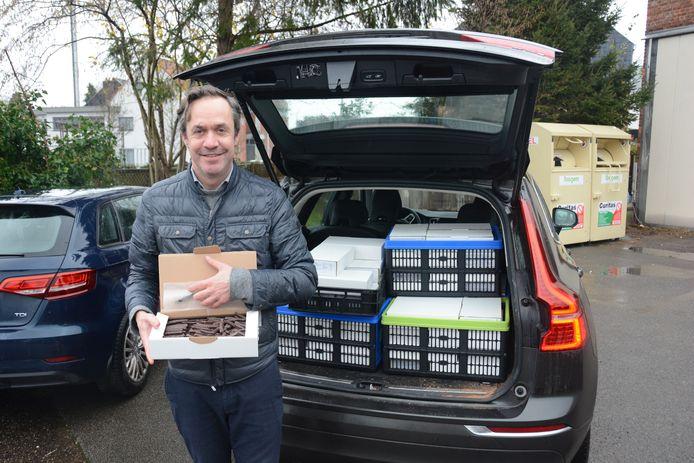 Geert Magerman kreeg van een gulle schenker alvast een grote partij chocolade om uit te delen bij Kerst.