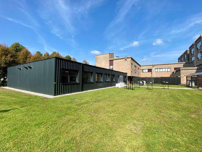 Het psychiatrisch dagcentrum is gevestigd in de nieuwe aanbouw op de campus van AZ Klina