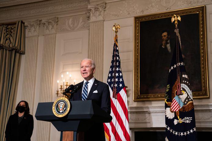 President Biden maakte zijn plannen vanavond bekend in aanwezigheid van vicepresidente Kamala Harris.