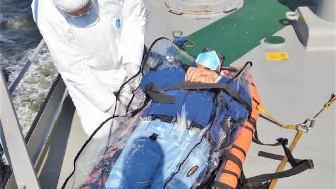 Olietanker in quarantaine voor Belgische kust: bemanning mogelijk besmet met Indische variant, zieke kapitein per reddingshelikopter geëvacueerd