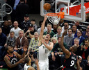 Brook Lopez was de topscorer voor Milwaukee.