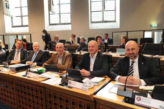De vijf Statenleden van Forum voor Democratie: Eelco van Hoecke, Martin Bos, Fred Walravens, Robèrt Bruncke en Robert Koevoets  (vlnr), hier bij hun installatie in april.