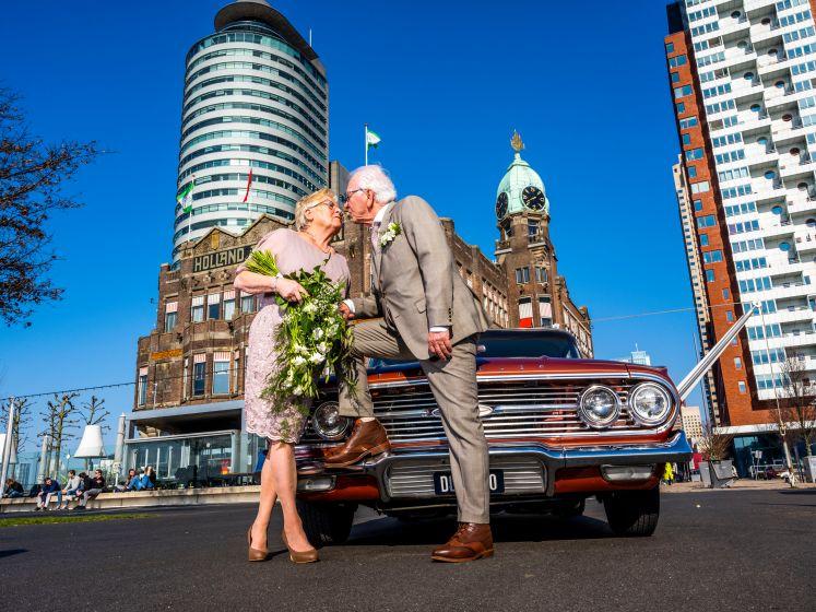 Dit stel is 60 jaar getrouwd en viert dat op een bijzondere manier