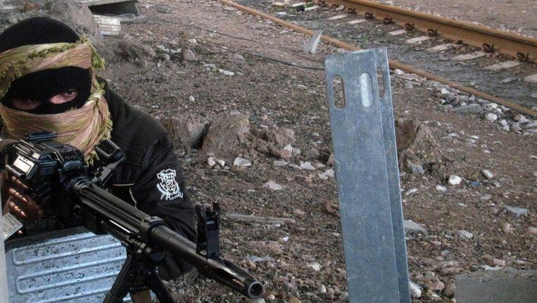 Een strijder van de ISIS in de Iraakse stad Fallujah Beeld epa