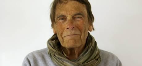 Kunstenaar Oscar Goedhart ontwierp zijn eigen urn