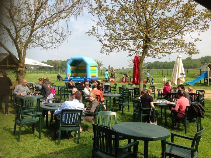De neerhofdieren én het terras stelen de show in Het Bos.