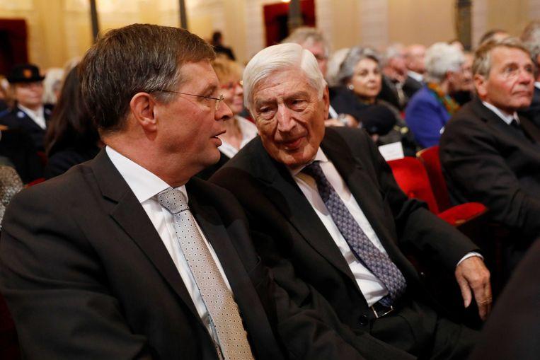 Jan Peter Balkenende en Dries van Agt voor aanvang van de herdenkingsbijeenkomst in het Concertgebouw. Beeld ANP